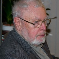 Erik Sjögren, minn gamli kennari í mosafræði og handleiðari, hélt skemmtilegt erindi á ráðstefnunni og rifjaði upp skondin atvik frá fyrri tíð. Ljósm. ÁHB.