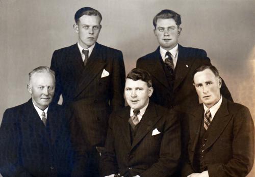 Myndin er tekin á ljósmyndastofu Sigríðar Zoäga í október 1944.