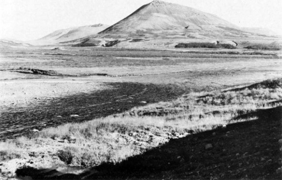 Fig. 5. The flat bottom of Fnjóskadalur west of Hals. Note the eroded mountain slopes above the farm and the small partches of birch below the terrace which have survived because of thick snow cover, 1974. Photo P. Jonsson.